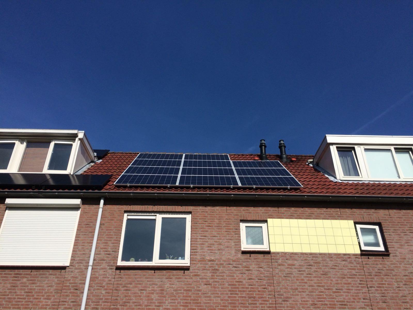 Kantoorverhuurder laat 33.000 zonnepanelen op zeven gebouwen plaatsen