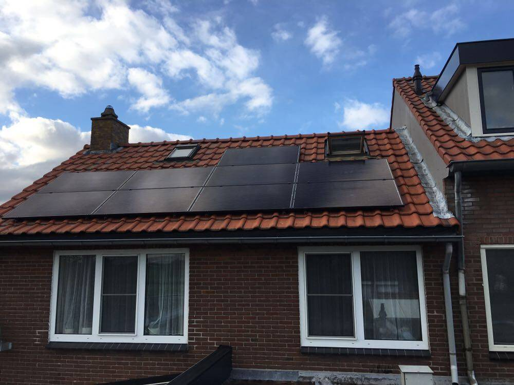 9 zonnepanelen Trina solar all black met een growatt 2000TLS