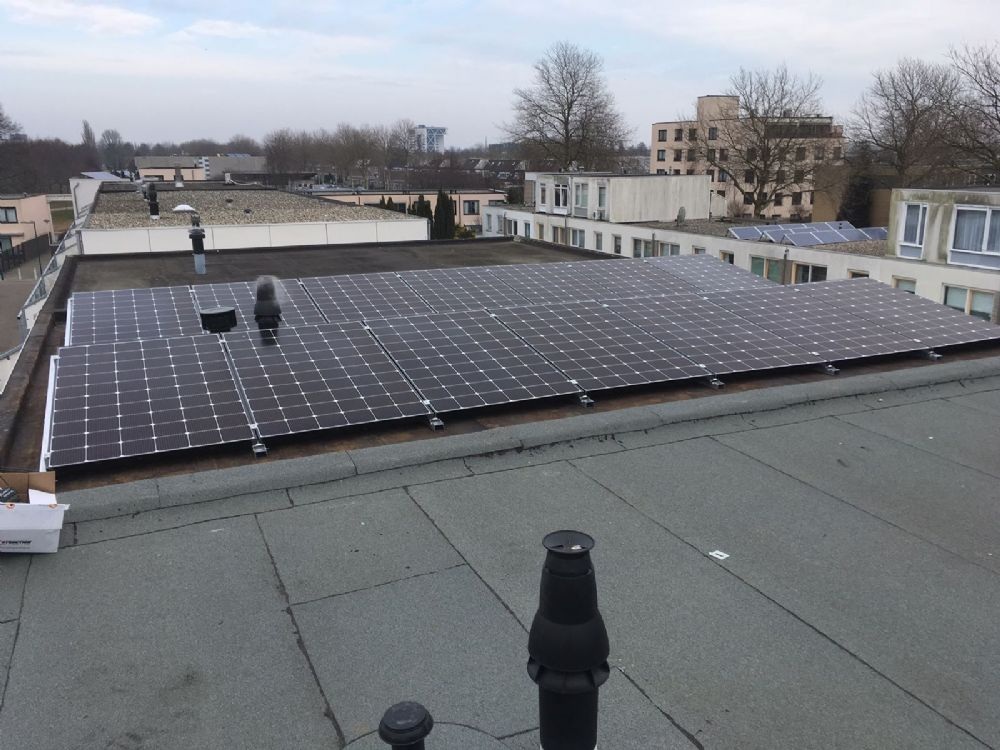 14 zonnepanelen LG solar 335WP met solaredge optimizers