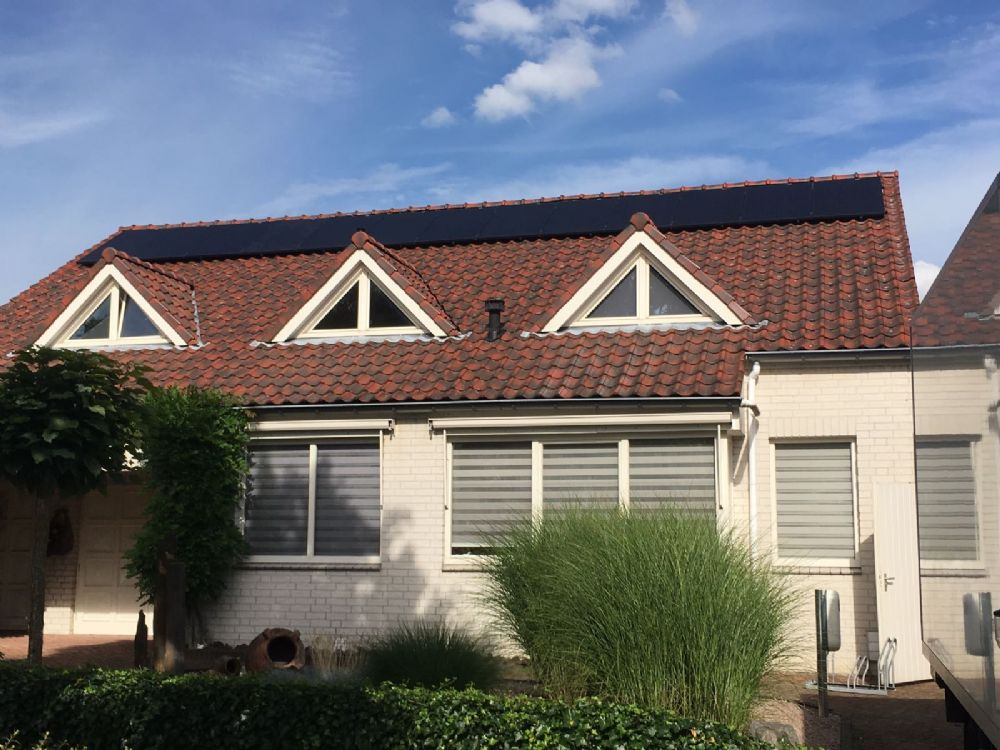 13 zonnepanelen van Trina solar met 300WP in combinatie met Solaredge optimizers